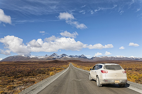 USA, Alaska, Car moving through Denali Highway in autumn - FOF004404
