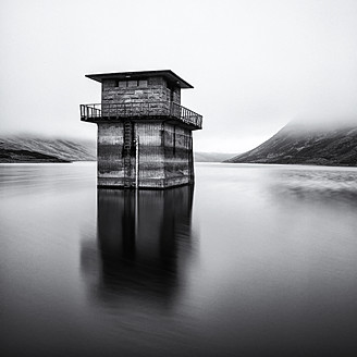 UK, Scotland, Control tower at loch turret reservoir - SMA000025