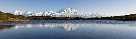 USA, Alaska, View of Mount McKinley and Alaska Range at Denali National Park - FOF004483