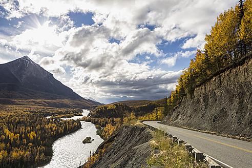 USA, Alaska, View of Matanuska River and King Mountain - FO004639