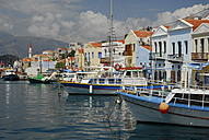 Greece, Kastellorizo, View of excursion boat in bay - MIZ000062