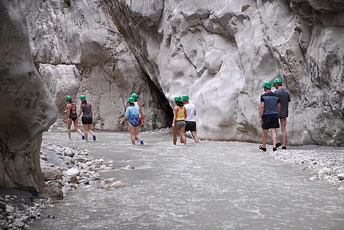 Turkey, Fethiye, Tourist making line in Esen Cayi River gorge at Saklikent Canyon Nature Park - MIZ000049