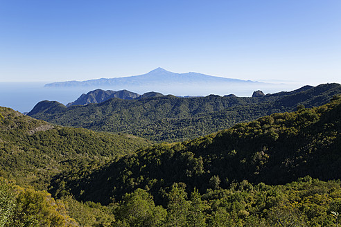 Spain, La Gomera, View of Garajonay National Park and Tenerife in background - SIE003178