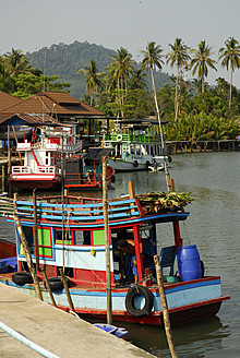 Thailand, Fishing boat moored at Salak Phet bay - MIZ000134
