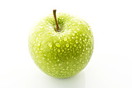 Granny smith on white background, close up - MAEF005577