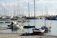Spain, Mallorca, Palma, Sailing boat in harbour - MIZ000163