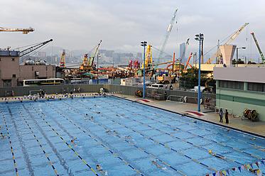 China, Hong Kong, Construction area at Victoria Harbour behind swimming pool in Wan Chai - MIZ000192