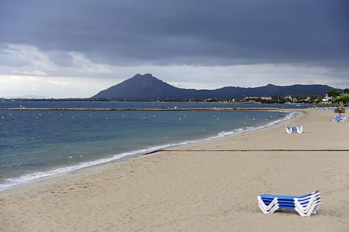 Spain, Empty canvas chair on beach at Port de Pollenca - MIZ000204