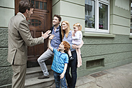 Germany, Duesseldorf, Boy giving high five to estate agent and family standing in background - MFF000482