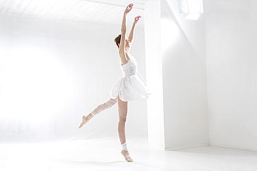 Young woman performing ballet dan - MAEF005778