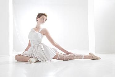Young woman performing ballet dan - MAEF005781