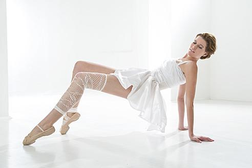 Young woman performing ballet dan - MAEF005783