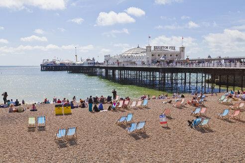Engladn, Sussex, Brighton, View of beach at Brighton Pier - WDF001499