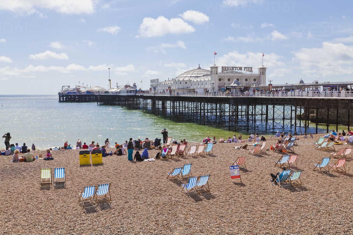 Engladn, Sussex, Brighton, View of beach at Brighton Pier - WDF001499 - Werner Dieterich/Westend61