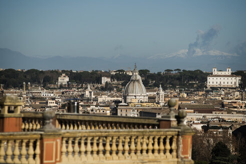 Italy, Rome, View to city of Janiculum, terrace in foreground - KA000068