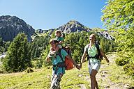 Austria, Salzburg Country, Family hiking at Altenmarkt Zauchensee - HHF004399