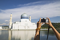 Malaysia, Borneo, Young woman taking photo of City Mosque in Kota Kinabalu - MBEF000533