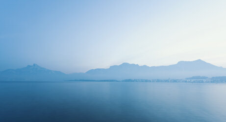 Austria, View of lake Mondsee - WVF000301