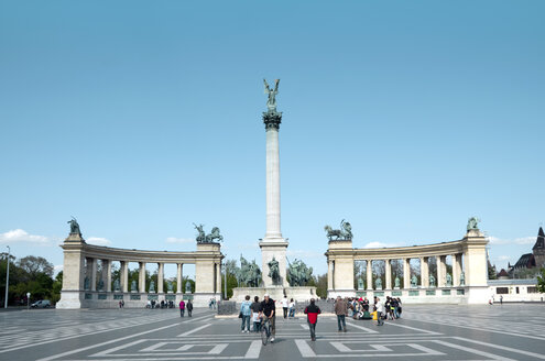 Hungary, Budapest, View of Millenium Monument and Horses Square - ALE000005