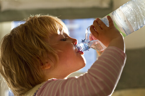 Girl drinking water from bottle, close up - JFE000018