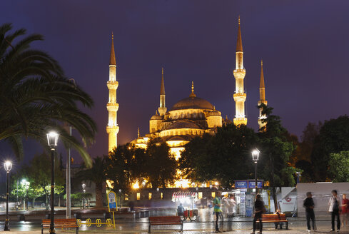 Turkey, Istanbul, View of Sultan Ahmed Mosque at Sultanahmet district - SIE003385