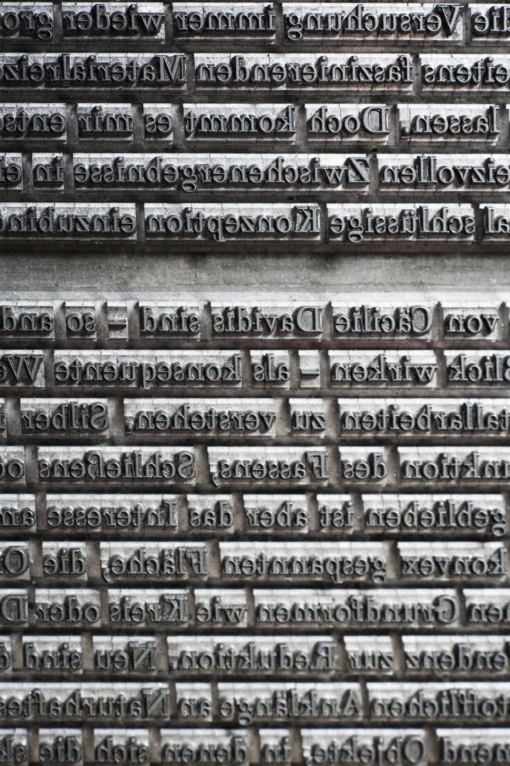 Germany, Bavaria, Continous text of typesetting in shop, close up - TCF003365 - Tom Chance/Westend61