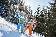 Austria, Salzburg, Couple having fun in snow, smiling - HHF004529