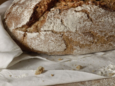 Loaf of bread, close up - CHF000011