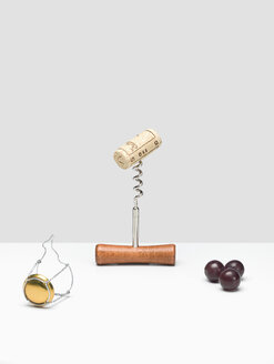 Corkscrew with cork, red grapes and champagne closure - CHF000018