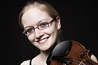 Teenage girl playing violin, close up - DISF000004