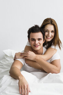Portrait of young couple embracing each other, smiling - SPOF000080