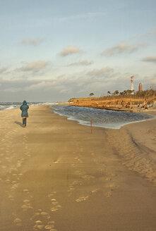 Germany, Mid adult woman walking on beach - TK000052