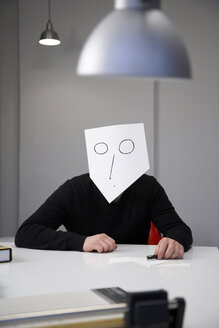 Man covering face with mask - TKF000058