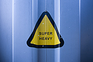 Germany, Hamburg, Triangle sign of super heavy on container - DISF000032