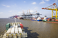 Germany, Bremerhaven, View of container harbour - DIS000059