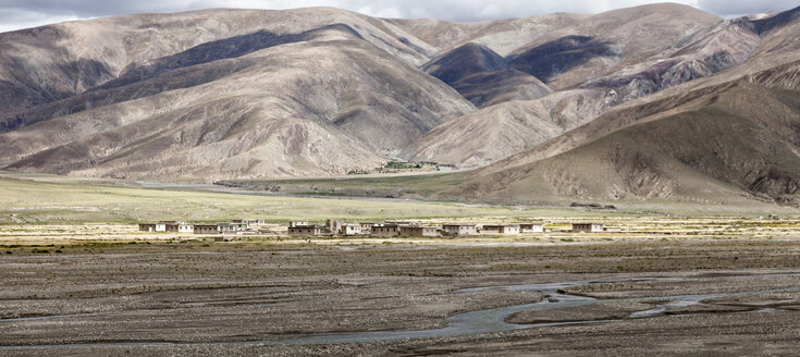 Tibet, Tibetan Plateau, Settlement in autumn - ATA000017