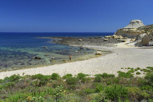 Malta, View of rocky coast at Xwejni Bay - MIZ000240