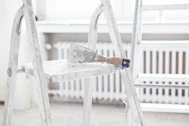 Scraper on step ladder - FMKF000650