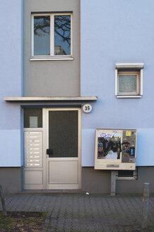 Germany, Hesse, Frankfurt, View of blue house door - MU001287