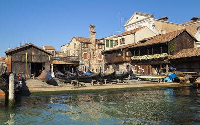 Italy, Venice, Traditional gondola at San Trovaso - HSI000208