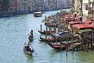 Italy, Venice, Gondolas on Canal Grande near Rialto bridge - HSI000250