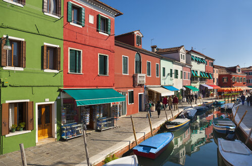 Italy, Venice, Colourful houses and sleepy canal on Burano island - HSI000229