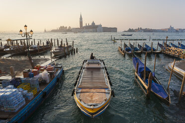Italy, Venice, Morning deliveries on Canal Grande at St Mark's Square - HSI000266