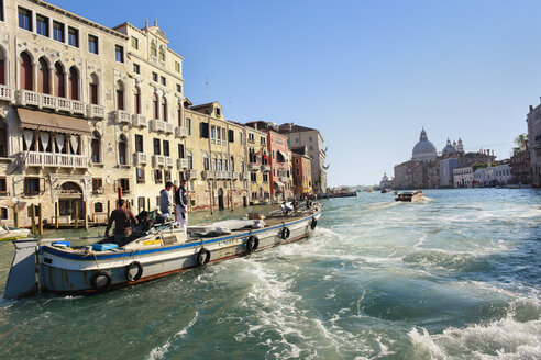 Italy, Venice, People in boat at Canal Grande - HSI000174