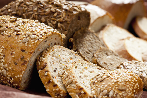 Varieties of bread, close up - CSF018317