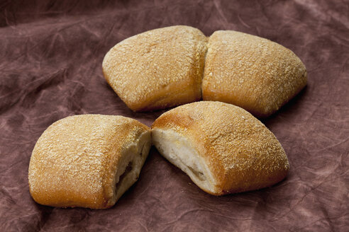 Ciabatta rolls on textile, close up - CSF018305