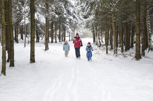 Austria, Mother running with her childrens in forest - CW000031