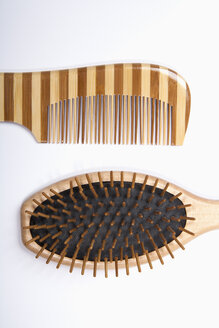 Hair comb and brush on white background,close up - TDF000042