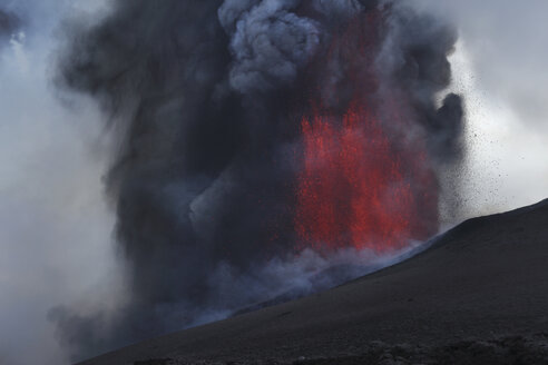 Italy, Sicily, View of lava erupting from Mount Etna - MR001307