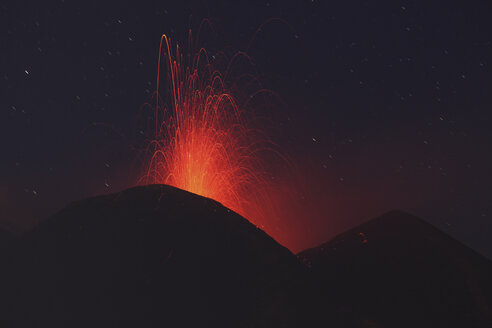 Italy, Sicily, View of lava erupting from Mount Etna - MR001310